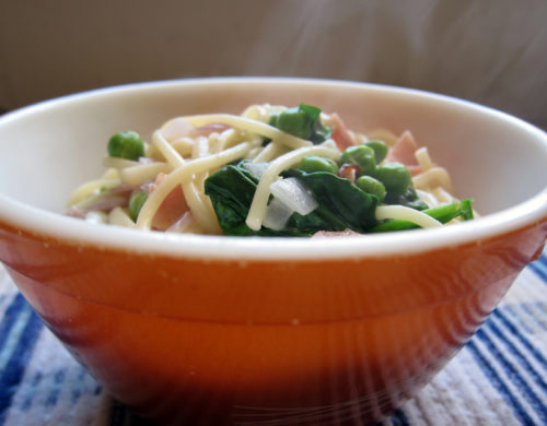 yogurt sauced pasta with spinach, ham & peas