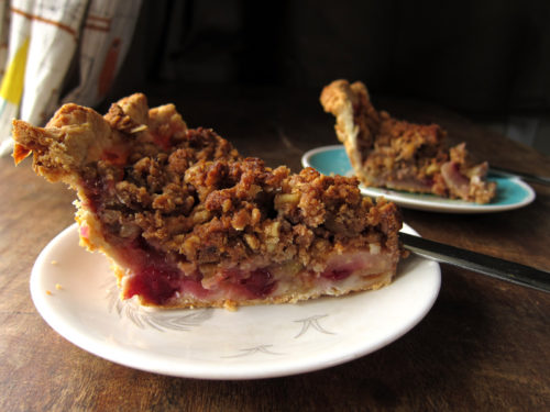 winter fruit pie with walnut crumb | everybody likes sandwiches