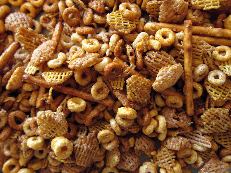 party times: sweet, spicy & salty party mix   Everybody