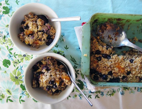 baked oatmeal with blueberries, coconut, walnuts & dried apricots | everybody likes sandwiches
