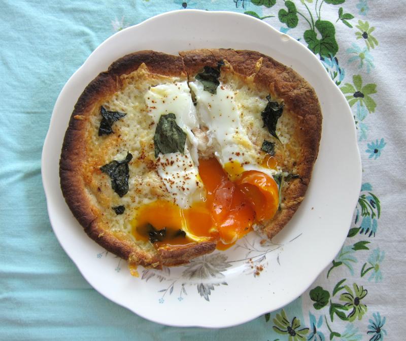 lazy brunch: egg pita pizza