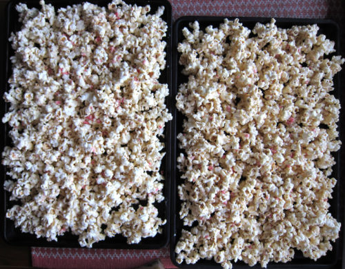 salted white chocolate candy cane popcorn   everybody likes sandwiches